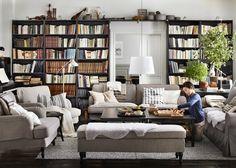 IKEA: nos coups de cœur du catalogue 2016 - Marie Claire Maison / Un salon classique avec une grande bibliothèque / A big library/bookshelves on the living room