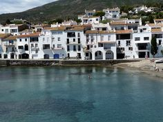 Cadaques Spain, Spanish Revival, Travel Around, Strand, Traveling, Mansions, Landscape, House Styles, City