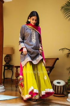 Party Wear Indian Dresses, Indian Bridal Outfits, Pakistani Bridal Dresses, Dress Indian Style, Pakistani Dress Design, Indian Designer Outfits, Designer Dresses, Bollywood Dress, Stylish Dresses For Girls