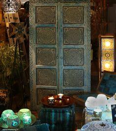 Afbeeldingsresultaat voor kastenwand van oude kasten Asian Bedroom, Armoire, Furniture, Home Decor, Clothes Stand, Closet, Asian Room, Reach In Closet, Interior Design