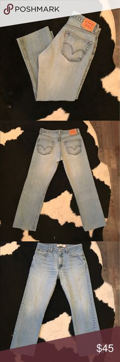 """Vintage Levi's 505 jeans Vintage Levi's 505 jeans, features a mid rise, zip fly, and 28"""" cropped hem. Has a 32"""" waist best fit for a modern jean size30-32 depending on desired fit Levi's Jeans Ankle & Cropped"""