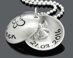 Ein wunderschönes Medaillon mit einem Engel drin. Der Anhänger wird nach Ihren Wünschen beschriftet.