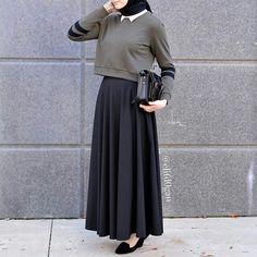 wear with a sporty-ish twist. I like, I like a lot ♡ wear with a sporty-ish twist. I like, I like a lot ♡wear with a sporty-ish twist. I like, I like a lot ♡ Simple Hijab, Casual Hijab Outfit, Hijab Chic, Hijab Dress, Ootd Hijab, Islamic Fashion, Muslim Fashion, Modest Fashion, Fashion Outfits