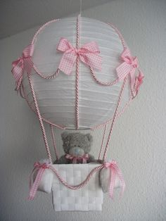 Hot air balloon Pink Total Handmade lampshade, which can also be used as a decoration instead of a lamp. It consists of a white rice paper lamp, cords, a basket and bows on the balloon and on the four Baby Party, Baby Shower Parties, Baby Shower Gifts, The Balloon, Hot Air Balloon, Ballon Lampe, Regalo Baby Shower, Eye Candy, Baby Supplies