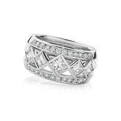 Iconic Princess Cut Diamond Dress Ring Stunning #jewellery #jewelry  #rings www.finditforweddings.com