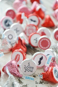 X and O and other cute sticker printables to stick on the bottom of your kisses!  :)
