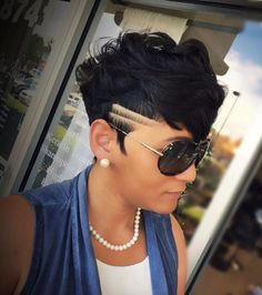 35 Best Hair Color Ideas for Shaved Sides Short Haircuts in 2018 Short Sassy Hair, Short Hair Cuts, Short Black Hairstyles, Girl Hairstyles, Teenage Hairstyles, School Hairstyles, African Hairstyles, Curly Hair Styles, Natural Hair Styles