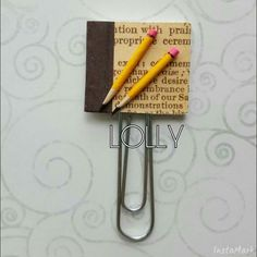 Paperclip Crafts, Paperclip Bookmarks, Bookmarks For Books, Paper Clips Diy, Paper Clip Art, Newspaper Flowers, Newspaper Crafts, Scrapbook Paper Crafts, Scrapbooking