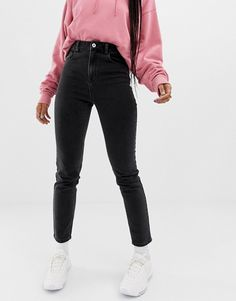Discover women's jeans at ASOS. Shop our wide range of jeans from boyfriend, mom to skinny & ripped jeans. Outfit Jeans, Black Mom Jeans Outfit, Jean Jacket Outfits, Black Denim Jeans, Ripped Knee Jeans, Ripped Jeggings, Ripped Skinny Jeans, Outfits Pantalon Negro, Slim Mom Jeans