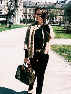 How to mix black and brown - my favorite camel knit jacket Knit Jacket, Bomber Jacket, Style Fashion, Fashion Outfits, Winter Sale, Vienna, Black And Brown, Camel, Hipster