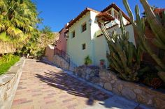 Palm Springs Vacation Rentals. Close up view of Street of Spain.