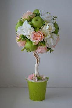 (4) Одноклассники Flower Crafts, Flower Art, Topiary Centerpieces, Contemporary Flower Arrangements, Chocolate Bouquet, Flower Decorations, Paper Flowers, Diy And Crafts, Creative