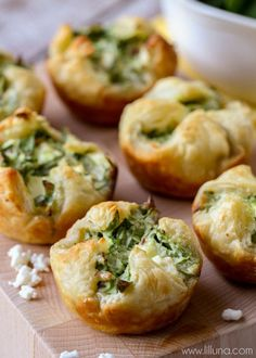These puff pastry appetizers are filled with all the good stuff, including spinach, bacon bits and feta. As you can imagine, they are a hit at parties, and rightfully so! Spinach Puffs Recipe, Spinach Cheese Puffs, Spinach Puff Pastry, Puff Recipe, Recipe Tasty, Puff Pastry Appetizers, New Year's Eve Appetizers, Appetizer Recipes, Spinach Appetizers