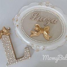 Lindo porta maternidade e letrinha L de 18cm da princesa Luiza! Faça seu orçamento e encomende conosco, temos ofertas incríveis esperando por você!  (33) 99145-5830 ou Direct #PortaMaternidade #Quadro #Moldura #Quadrinho #Presente #Decoração #BabyRoom #QuartoDeBebê #QuartoDeMenina #QuartoDeMenino #MãeDeMenina #MãeDeMenino #LetrasPeroladas #LetraDecorada #LetraPersonalizada #InicialDoNome #Pérolas #QuartinhoDeBebe #CantinhoDeBebe #DecoracaoInfantil #MamaeEBebe #Baby #Bebê #Grávidas #MomyBa...