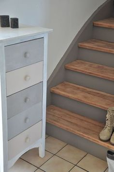 27 ideas bedroom furniture painted stains for 2019 Foyer Staircase, Staircase Remodel, Staircase Makeover, Painted Staircases, Painted Stairs, Bedroom Color Schemes, Bedroom Paint Colors, Painted Bedroom Furniture, House Stairs