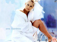 The 29 Hottest Pictures of Anna Kournikova