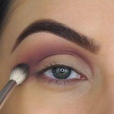 Make Eye Makeup Like a Pro! makeup videos Make Eye Makeup Like a Pro! Makeup Eye Looks, Eye Makeup Steps, Smokey Eye Makeup Tutorial, Natural Eye Makeup, Eyeshadow Looks, Eyebrow Makeup, Eyeshadow Makeup, Makeup Eyes, Brown Eyeshadow Tutorial