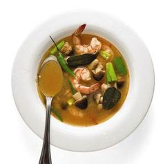 TOM YUM GOONG (HOT AND SOUR SHRIMP SOUP) Fragrant with lime juice and lemongrass, this hot and sour soup adds chiles at the end of cooking, making it easily regulated per diner Shrimp Soup, Seafood Soup, Seafood Dishes, Thai Shrimp, Shrimp Recipes, Soup Recipes, Cooking Recipes, Cookbook Recipes, Korma