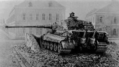 Tiger Ii, German Soldiers Ww2, German Army, Panzer Iv, Tiger Tank, Military Armor, Tank Destroyer, Armored Fighting Vehicle, Military Pictures