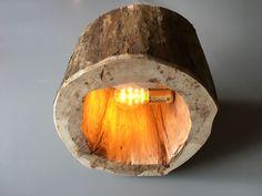 Maak zelf een tafellamp van een boomstronk. Volledige video plus werkbeschrijving.  /  DIY table lamp made out of wood log with  video and blog tutorial