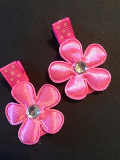 Pretty pink flower hair Clippie set by mycutesies on Etsy, $3.00
