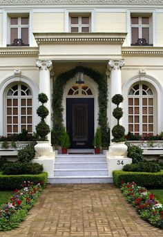 Habitually Chic®: Topiary Chic inspires me to add topiary to my home/life! Off to the nursery I go.
