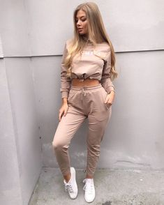 Chill Outfits, Sporty Outfits, Cute Casual Outfits, Dance Outfits, Spring Outfits, Lace Up Bodycon Dress, Joggers Outfit, Sweatpants, Vetement Fashion