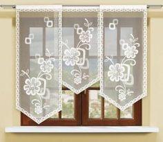 #Panel_żakardowy Panel na obrzeżach wykończony dekoracyjnym wzorem łańcuszka wypełnia niesymetryczny motyw gałązki z fantazyjnymi kwiatami.  Ten panel okienny żakardowy nadaje się do niemal każdego z Twoich pomieszczeń mieszkalnych.    Wysokość x Długość: 120x60, 140x60, 160x60 cm Kolor: biały Uwagi: panel na tunelu, każda sztuka pakowana pojedyńczo kasandra.com.pl