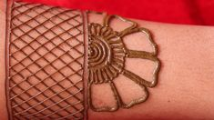 #hennafreckles #hennapengantin easy to apply arabic simple hand mehndi design || beautiful and easy henna mehndi || latest mehendi Mehndi Designs Front Hand, Henna Art Designs, Bridal Henna Designs, Arabic Mehndi Designs, Mehndi Designs For Hands, Bridal Mehndi, Hand Designs, Simple Henna Tattoo, Mehndi Tattoo