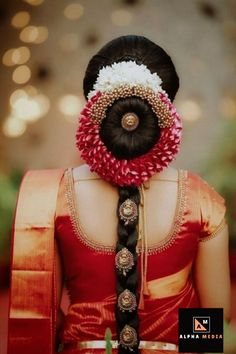 indian wedding hair Stylish Wedding Hairstyle Ideas For Indian Bride - Indian Fashion Ideas South Indian Wedding Hairstyles, Bridal Hairstyle Indian Wedding, Bridal Hair Buns, Bridal Braids, Bridal Hairdo, Indian Bridal Makeup, Indian Bridal Fashion, Wedding Hairstyles For Long Hair, Hair Wedding
