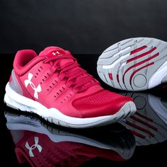 With Charged Cushioning AND Micro G foam, the women's Under Armour Charged Stunner turns every impact into energy that pushes you forward.