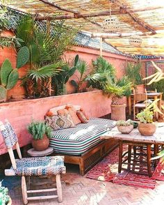 Best Boho Chic Outdoor Furniture To Redesign Porch - Garden Style - Best Boho Chic Outdoor Furniture To Redesign Porch bohemian porch. Outdoor Living Space, Decor, Home, Diy Garden Furniture, Bohemian Patio, Outdoor Decor, Chic Outdoor Furniture, Boho Outdoor Space, Porch Makeover