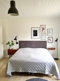 Soveværelse - billedophængning