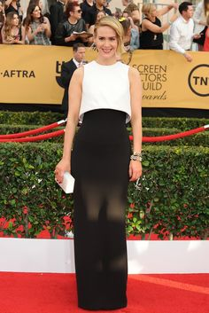 Sarah Paulson in Armani Prive on the SAG Awards Red Carpet. [Photo by Amy Graves] Gala Dresses, Red Carpet Dresses, Nice Dresses, Celebrity Gowns, Celebrity Style, Sag Awards, Armani Prive, Red Carpet Looks, Celebs