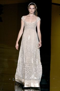 Elie Saab at Couture Fall 2006 - StyleBistro Elie Saab Fall, Stunning Dresses, Beautiful Gowns, Pretty Dresses, Bridal Gowns, Wedding Gowns, Modest Wedding, Ellie Saab, Couture Dresses