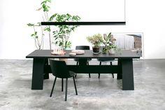 Dining table FAYLAND by David Chipperfield in jet black oak. Side chair: HOUDINI by Stefan @stefandiez. Pendant light: SPAN by Michael Raasch. / www.e15.com #e15 #solidwood