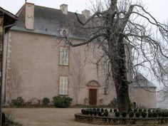 Château d'Escole ►► http://www.frenchchateau.net/chateaux-of-bourgogne/chateau-d-escole.html?i=p