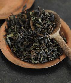Dried green tea leaves, Cinneman, Clove + water and lemon to taste Tea Culture, Tea Packaging, Chinese Tea, Tea Art, Loose Leaf Tea, My Tea, Tea Ceremony, High Tea, Drinking Tea