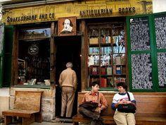 古本・新本が揃った、パリで最も有名と言われるシェークスピア&カンパニーの本屋