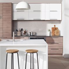 Get inspired with our kitchen design ideas. Our gallery has different styles of kitchens so you can get ideas for organization, design and kitchen layouts. Modern Ikea Kitchens, Light Grey Kitchens, Home Kitchens, Kitchen Time, New Kitchen, Kitchen Dining, Modern Kitchen Cabinets, Kitchen Furniture, Furniture Stores