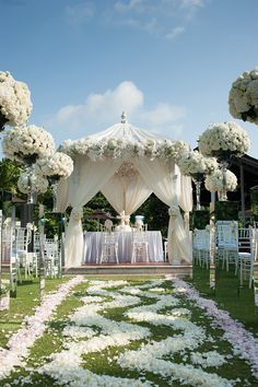 Wedding gazebo decorated with white and pink flowers // Jeffrey and Daphne's Exquisite Wedding at Alkaff Mansion
