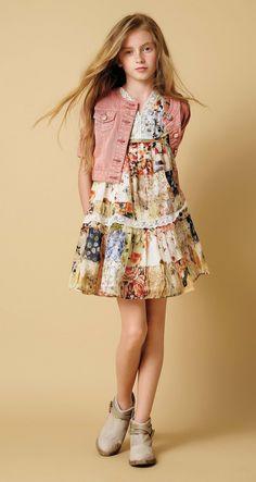 Twin-set girl spring summer 2016 flowers Twin-set girl spring summer 2016 floral print with a romantic vintage flavour Cute Girl Dresses, Little Girl Dresses, Dresses For Teens, Dresses Online, Baby Dresses, Dress Girl, Spring Dresses, Kids Fashion Blog, Preteen Fashion