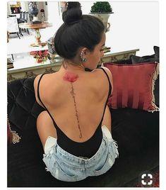 Schöne Tattoo-Ideen, um Ihre Wirbelsäule zu verkleiden - Künstler Belles idées de tatouage pour habiller votre colonne vertébrale And Body Art Gorgeous Tattoos, Sexy Tattoos, Body Art Tattoos, Small Tattoos, Tricep Tattoos, Piercing Tattoo, I Tattoo, Piercings, Tattoo Spine
