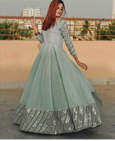 Outfit Designer, Indian Designer Outfits, Designer Dresses, Shadi Dresses, Pakistani Formal Dresses, Pakistani Dress Design, Pakistani Fashion Party Wear, Indian Party Wear, Beautiful Dress Designs