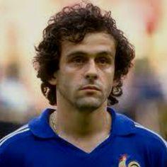 Platini...talvez o jogador mais irritante da história do futebol... Pelo menos para Portugal..... Sobretudo em 84.......:)