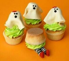 Ghost and Witch Cupcakes / Darling for Halloween Halloween Desserts, Halloween Cupcakes, Halloween Goodies, Halloween Ghosts, Cute Halloween, Holidays Halloween, Halloween Treats, Halloween Stuff, Haloween Cakes
