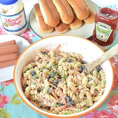 This is the BEST chicken spaghetti recipe! Chicken Spaghetti with Velveeta is an easy dinner idea that is sure to please the whole family. Steak Marinade Best, Best Steak, Chicken Spaghetti Velveeta, Chocolate Cherry Dump Cake, Grilled Watermelon, Chewy Chocolate Cookies, Pizza Casserole, Ribs On Grill, Cherry Recipes