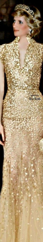 ❇Téa Tosh❇ Princess Diana, in gold Oscar de la Renta Gown