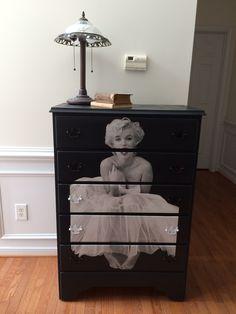 Marilyn dresser