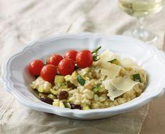 Zucchini-Risotto: Der italienische Klassiker mit Tomaten, Oliven und Zucchini